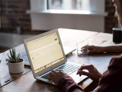 Jak skutecznie szukać pracy przez internet?   Porady, które działają