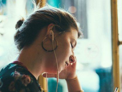 Muzyka do nauki i pracy: TOP 5 playlist dla maksymalnej koncentracji
