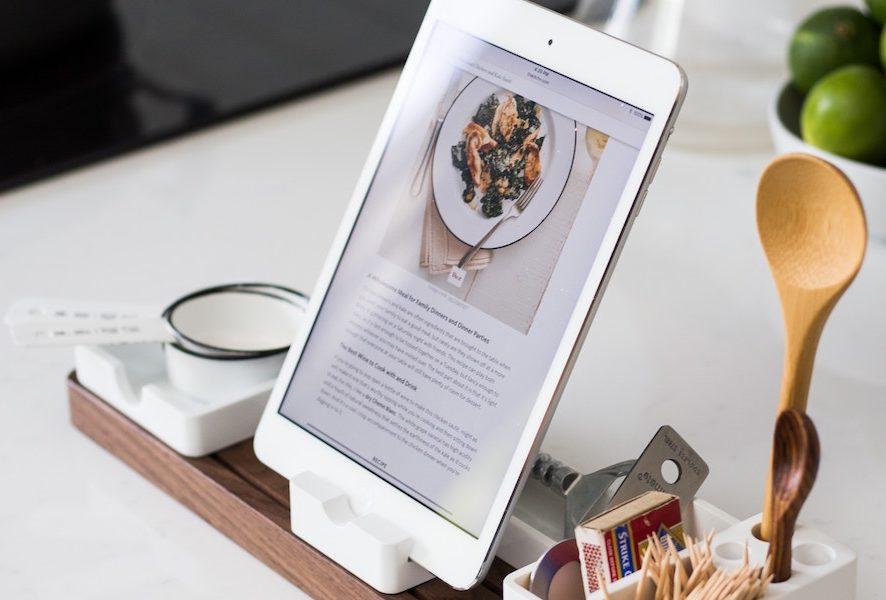 Jak oszczędzić czas w kuchni? 7 sprytnych gadżetów do gotowania