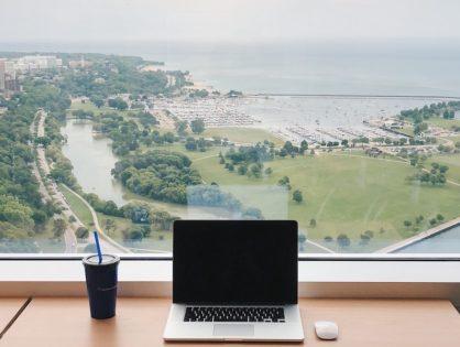 Workation, czyli czy da się być w pracy i na urlopie jednocześnie?